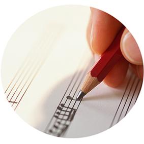 Musiktheorie, Gehörbildung, Harmonielehre, Komposition. Musiktheorie-Unterricht richtet sich nicht nur an die angehenden Musiker, sondern an alle, die mehr über Musik erfahren wollen – von Notenlesen bis zum Komponieren eigener Songs.